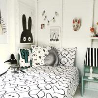 Peace out monochrome duvet set