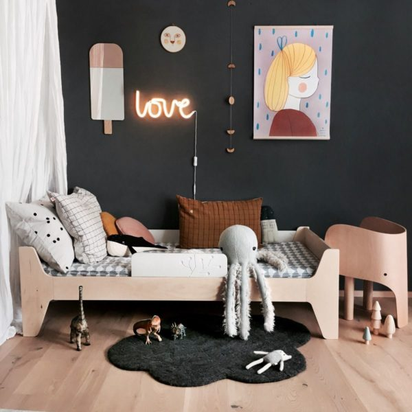 LOVE Neon wall Light -In Yellow