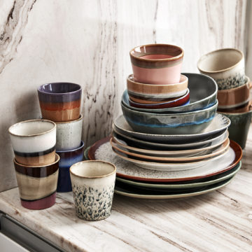 Organic tones of the new 70's ceramic collection