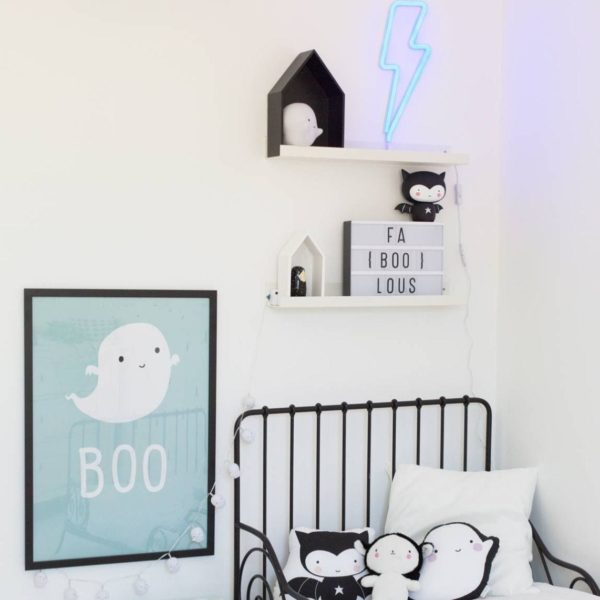 Neon Style Lightning Bolt Light In Blue Lifestyle