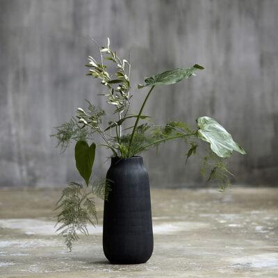 love-frankie-jet-black-textured-vase-in-large