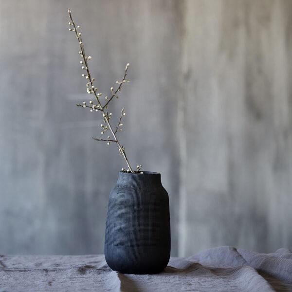 love-frankie-textured-vase-in-jet-black